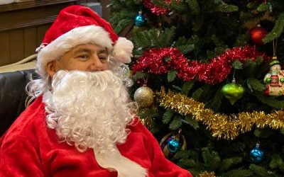 Santa visits soup kitfhen
